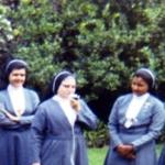 1906 Con hermanas y jovencitas seglares