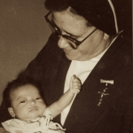 2226 1976 Indonesia con el niño de un maestro c.jpg
