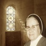 2513 Nuestra Madre en vitral.jpg