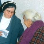2814 73 en Roma con ancianas c.jpg